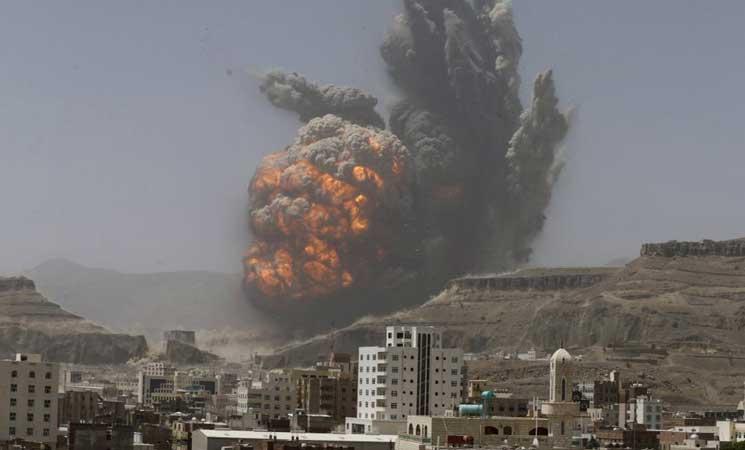 انفجارات عنيفة تهز صنعاء جراء غارات جوية للتحالف على مواقع الحوثيين