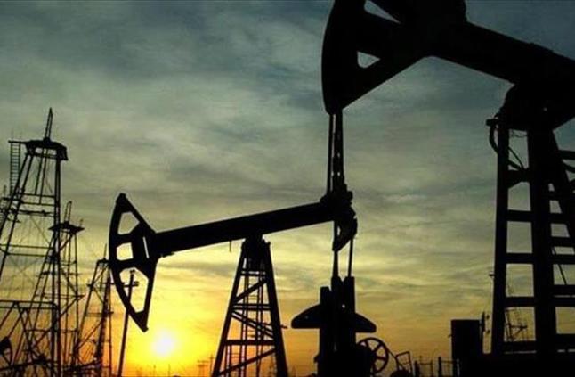 النفط يرتفع مدعوما بخفض الإنتاج والعقوبات الأمريكية