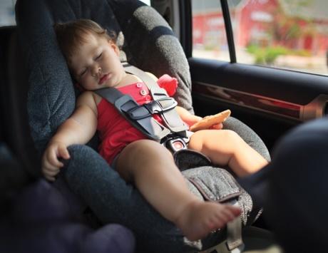 وفاة طفل بمدينة العين داخل سيارة مقفلة في يوم حار