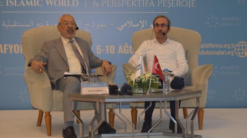 الغنوشي: هناك متآمرون يعملون لإجهاض الثورة التونسية