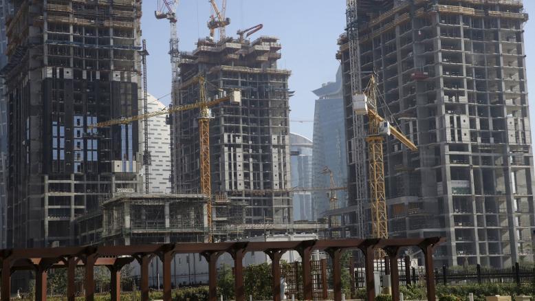 رويترز: أسعار العقارات تواصل الهبوط في دبي