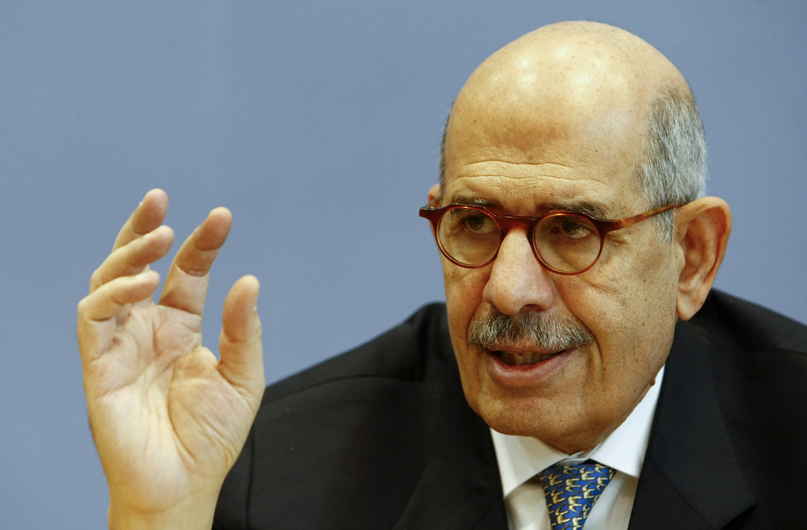 البرادعي يدعو السيسي للاقتداء برئيس موريتانيا في رفض تعديل الدستور