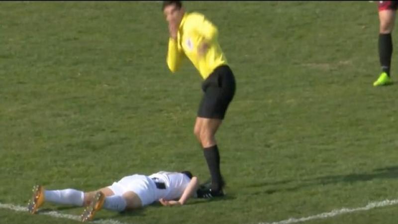 وفاة لاعب بشكل مفاجئ بعد اصطدام الكرة في صدره