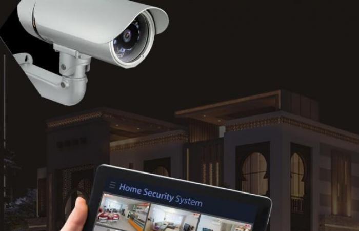 الشارقة.. ضبط شخص يتلصص على إحدى الأسر عبر كاميرات المراقبة المنزلية