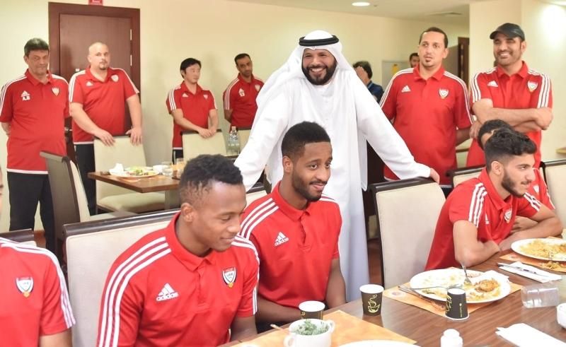 رئيس اتحاد الكرة يأمل من منتخبي الشباب والناشئين تحقيق الإنجازات