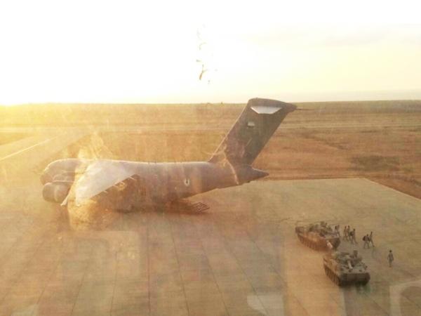 تعزيزات عسكرية إماراتية تصلسقطرى بعد ساعات من اتفاق يقضي بخروجها منها