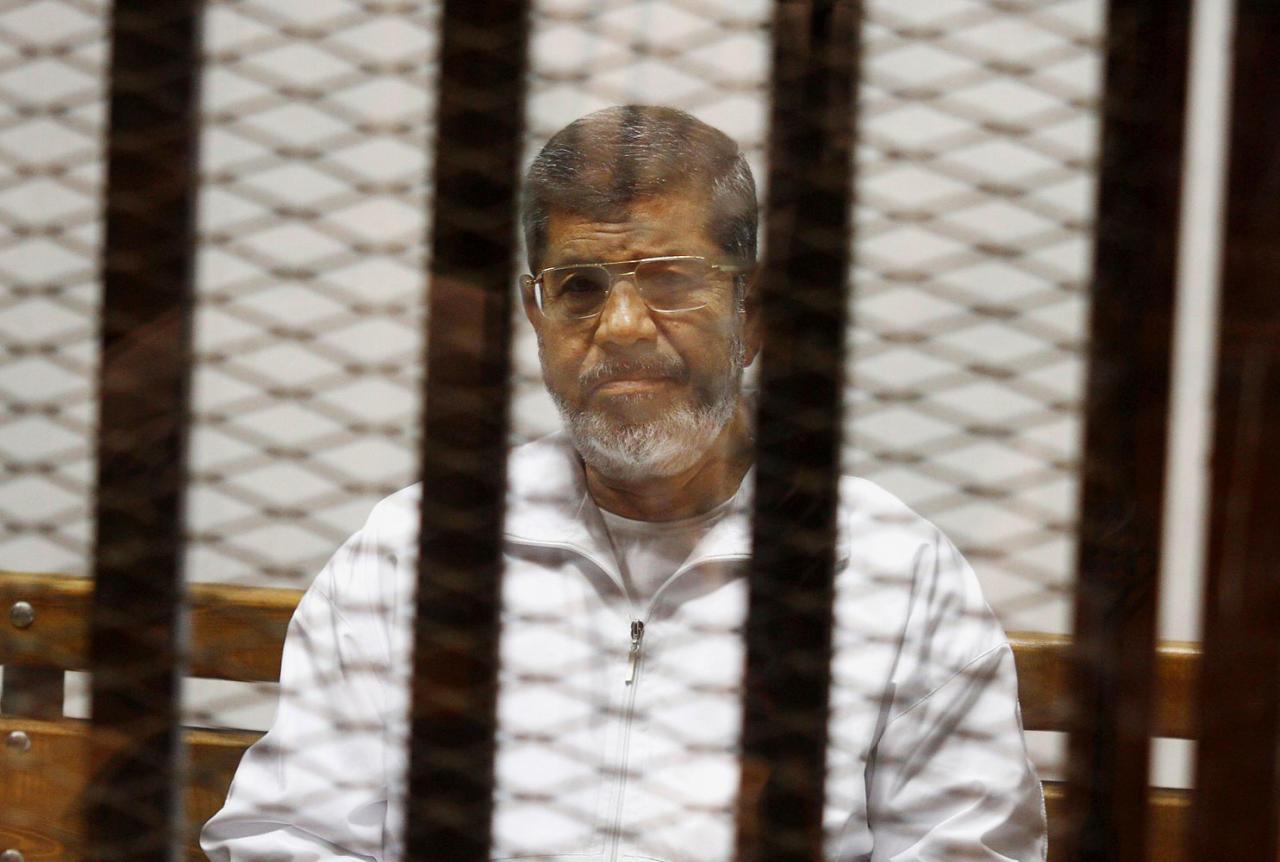 برلمانيون بريطانيون يطلبون زيارة مرسي لتقييم ظروف سجنه