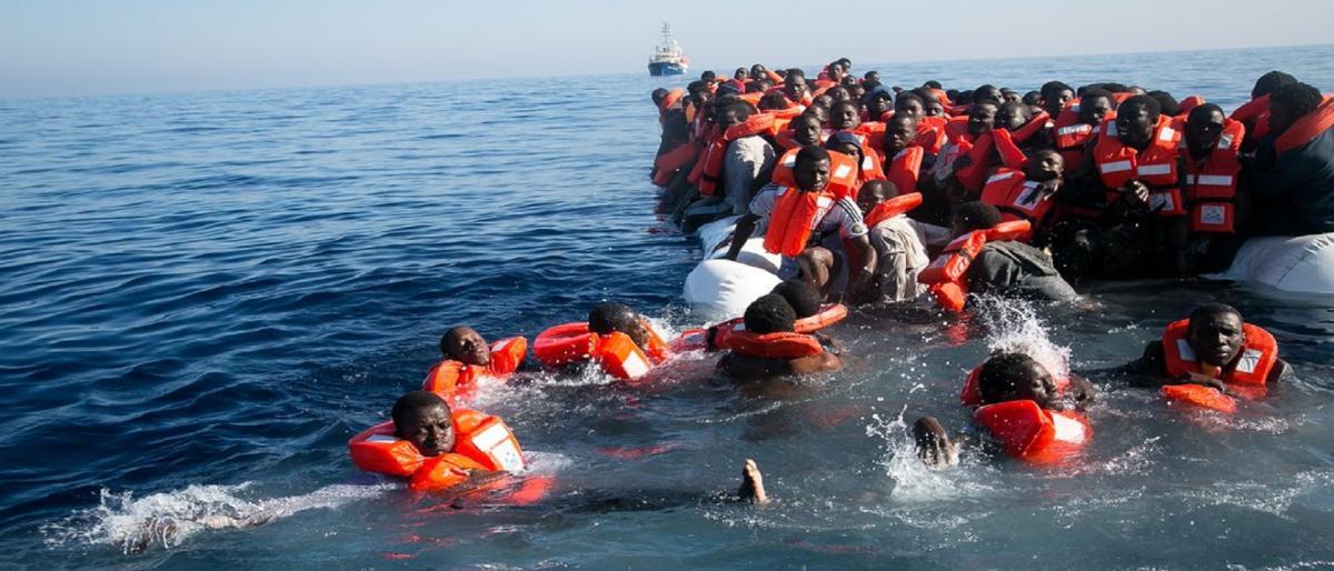 فقدان 117 مهاجراً ونجاة 3 إثر غرق قاربهم بالمتوسط