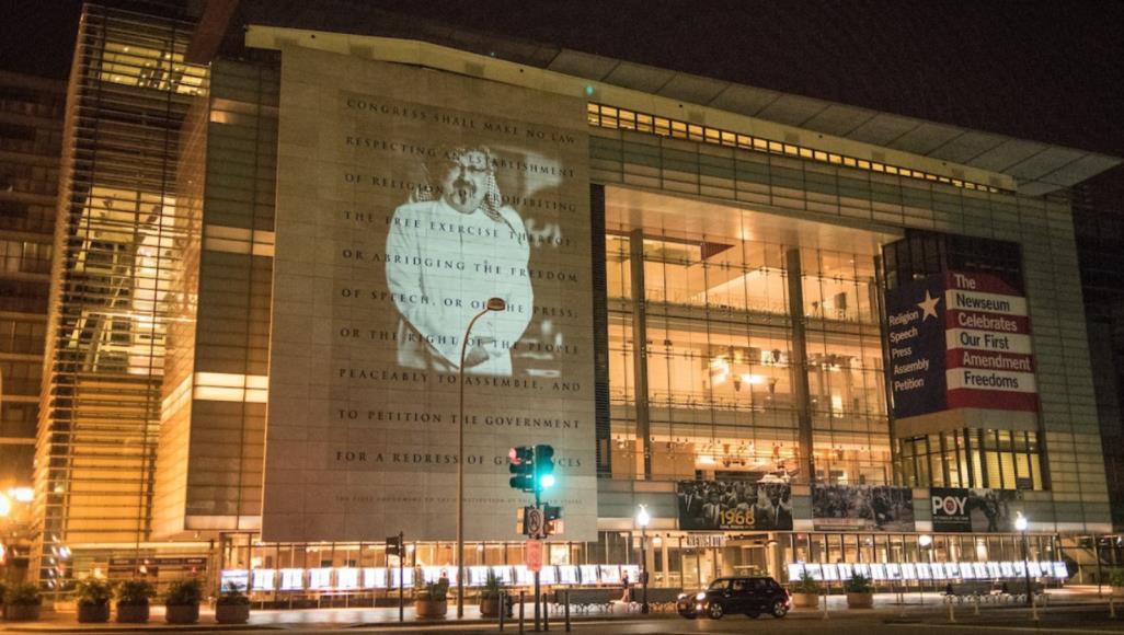 صورة خاشقجي تضيء جدار متحف الإعلام بواشنطن