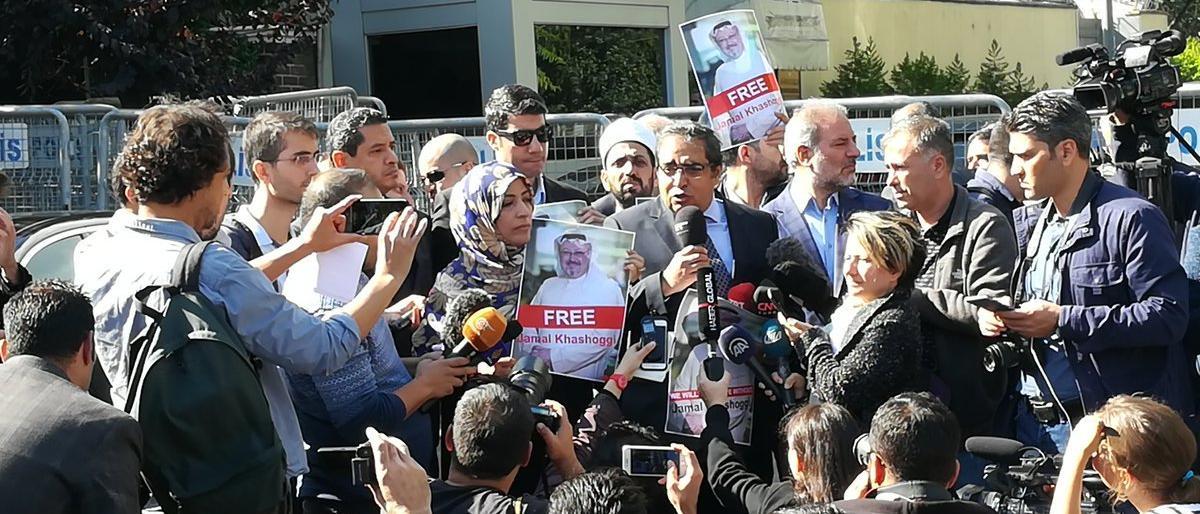 وقفة لإعلاميين أمام قنصلية الرياض في اسطنبول للمطالبة بحرية خاشقجي