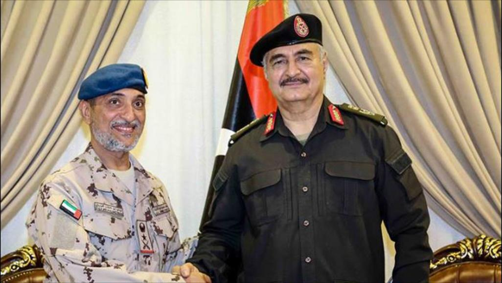 خبراء يتوقعون أن يصب انسحاب قوات إماراتية من اليمن في صالح حفتر