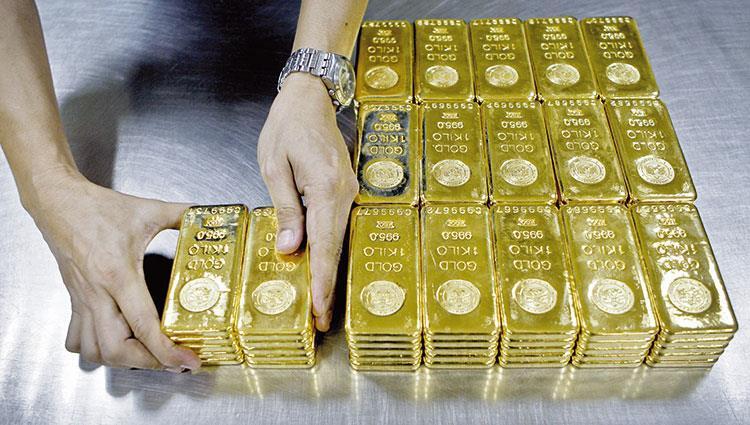 الذهب يرتفع قرب أعلى مستوى في 3 أشهر