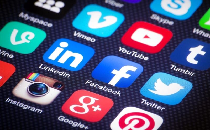 نصف الأشخاص في الإمارات يخشون المراقبة والتعقب على مواقع التواصل