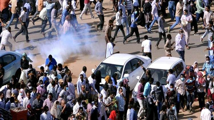 صحيفة بريطانية: الجيش السوداني يقمع المحتجين بقبضة إماراتية