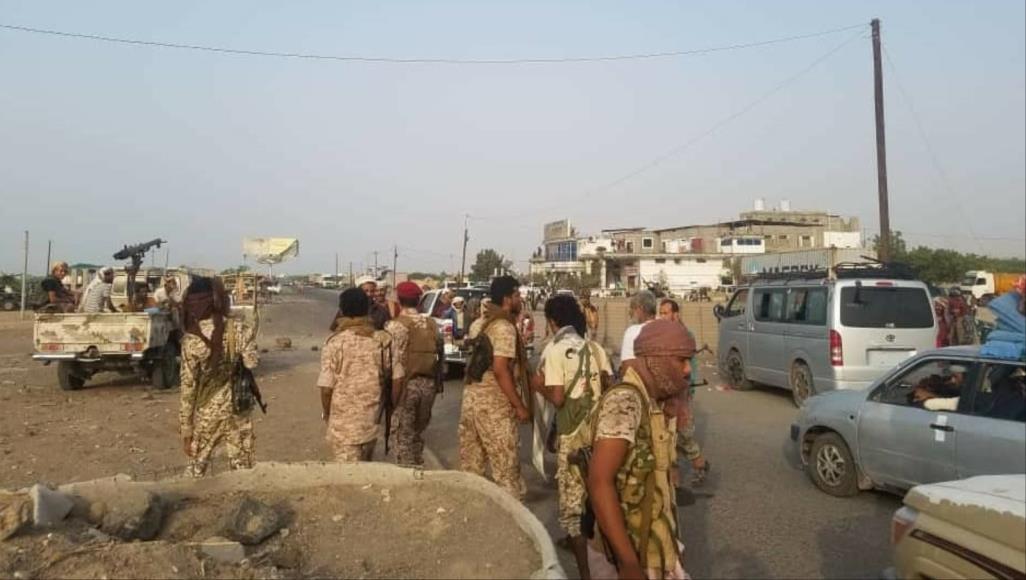 الحكومة اليمنية تندد بقصف مقاتلات إماراتية قواتها في عدن لصالح الانقلابيين