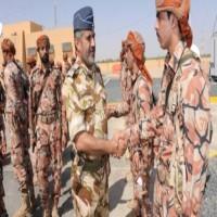 صحيفة سعودية توجه اتهامات مبطنة لـعُمان بالتواطؤ في تهريب قادة حوثيين