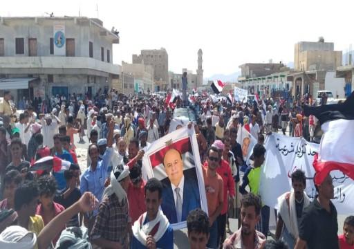 مظاهرة حاشدة في سقطرى رفضاً لتدخل أبوظبي في الجزيرة