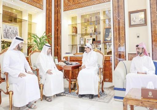 حاكم عجمان يطلع على نتائج وأهداف معرض الطوابع والعملات