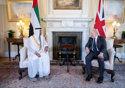 محمد بن زايد يبحث مع رئيس الوزراء البريطاني التطورات الإقليمية