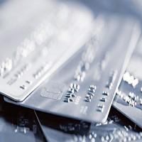 عملاء بنوك يشكون مزايا وهمية للبطاقات الائتمانية