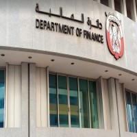 مالية أبوظبي: منع فرض رسوم على أي خدمة حكومية