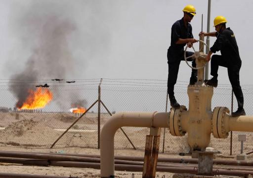 النفط ينخفض لكن التوتر بمنطقة الخليج يدعمه