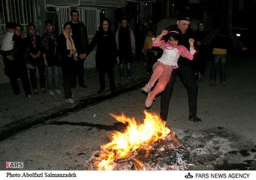 مصرع شخصين وإصابة المئات باحتفالات الربيع في إيران