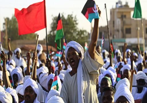 عبر دحلان.. تفاصيل خطة الإمارات لتفتيت الحراك وإبقاء العسكريين بالسلطة