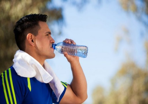 ما فوائد شرب الماء على معدة خاوية صباحا؟