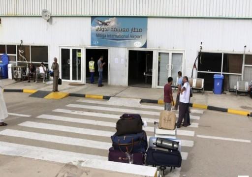 ليبيا.. عودة الملاحة بمطار معيتيقة بعد توقف إثر قصف جوي لطيران حفتر