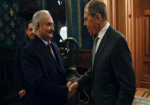 رغم إعلان موسكو استمرار الهدنة.. حفتر يحشد مدرعات إماراتية جنوب طرابلس