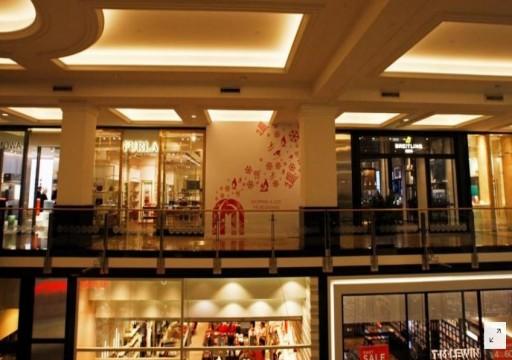 متسوقو دبي الميسورون يشدون الأحزمة وكبرى المراكز التجارية شبه خاليه
