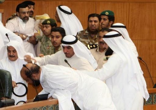 عراك بالأيدي في البرلمان الكويتي على خلفية قانون العفو العام