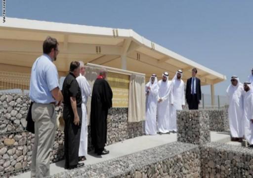 يحدث في الإمارات.. اهتمام بالغ بالكنائس وتضييق وإهمال للمساجد