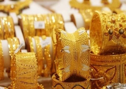 الذهب يتمسك بمكاسبه مع تراجع الإقبال على المخاطرة بسبب توترات التجارة