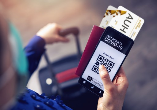 """""""طيران الإمارات"""" تعلن توفير تطبيق """"جواز سفر إياتا"""" الرقمي"""