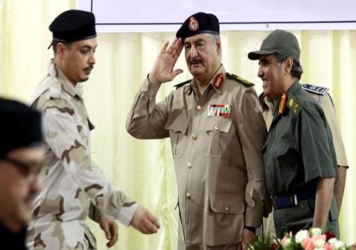 بدعم من أبوظبي.. حفتر يعيد إنتاج رموز نظام القذافي