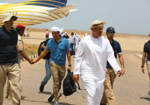 محافظ سقطرى يتهم مندوب الإمارات باقتحام مؤسسة الكهرباء والاستيلاء على معداتها