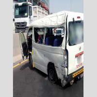 وفاة شخصين وإصابة آخرين إثر انفجار إطار حافلة في دبي
