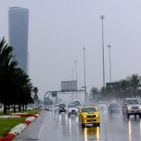 أمطار الخير تهطل على مناطق متفرقة من الدولة