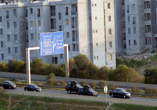 بوتفليقة يعود للجزائر وسط احتجاجات عارمة
