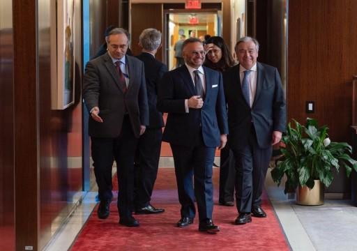 قرقاش يلتقي غوتيريش لمناقشة مشاكل اتفاق السويد بشأن اليمن