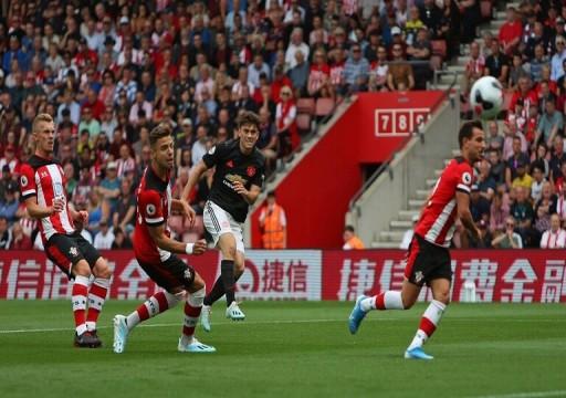 مانشستر يونايتد يتلقى صفعة من ساوثهامبتون بعشرة لاعبين