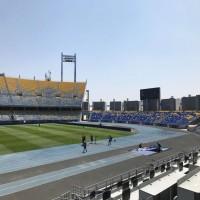 برشلونة وإشبيلية يتصارعان في المغرب على أول الألقاب