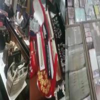 ماليزيا.. العثور على ملايين الدولارات والمجوهرات في منزل رئيس الوزراء السابق