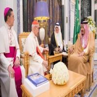 العاهل السعودي يستقبل رئيس المجلس البابوي للحوار بين الأديان