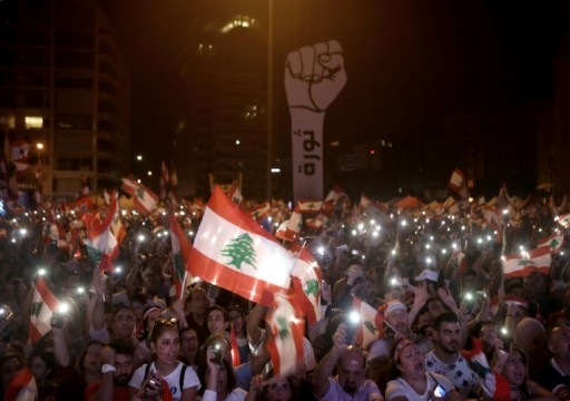قتيل بعد تجدد احتجاجات غاضبة وقطع طرق رئيسية في لبنان