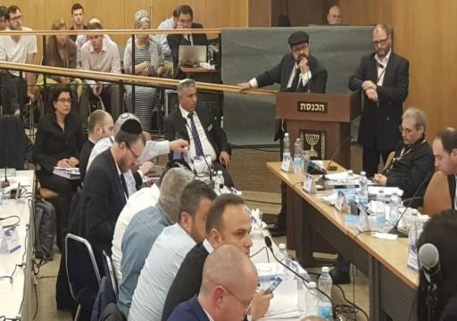 لجنة بالكنيست تمنع الأحزاب العربية من الانتخابات وترخص لمتطرفين يمينيين