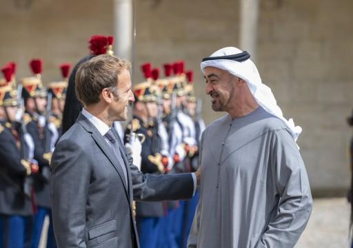 محمد بن زايد يبحث مع الرئيس الفرنسي مستجدات الأوضاع بالمنطقة