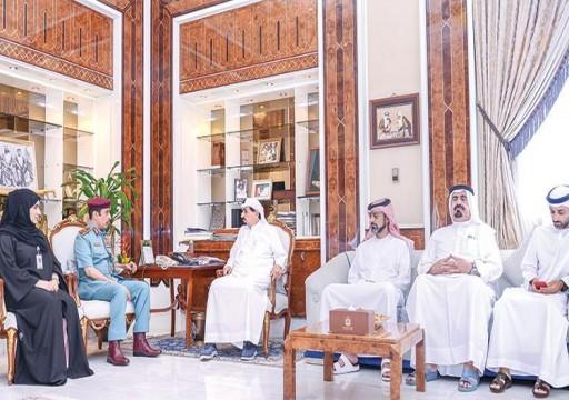 حاكم عجمان يحث المراكز الحكومية المحافظة على الإنجاز والتميز